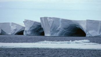 _106654480_e2150198-caves_in_the_ross_ice_shelf-spl